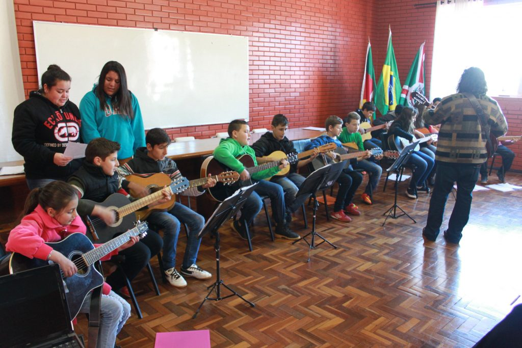 Alunos da oficina de música da escola municipal Alvaro Rodrigues Leitão fizeram apresentação na abertura do encontro