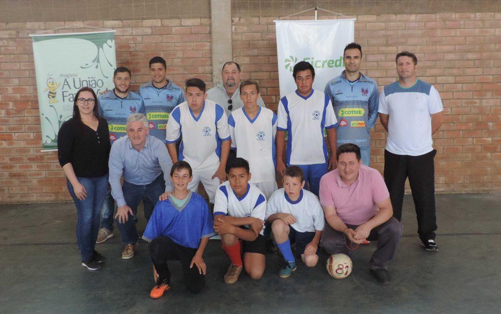 Dirigentes do Sicredi participaram com a comunidade escolar
